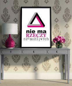 plakat czarno biały z różowym napisem