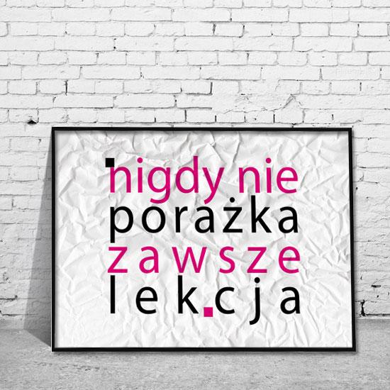 plakat w ramie różowy napis