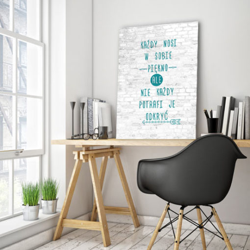 plakat z sentencją o pięknie