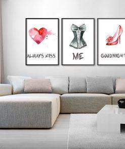 plakat z sercem, gorsetem i szpilką