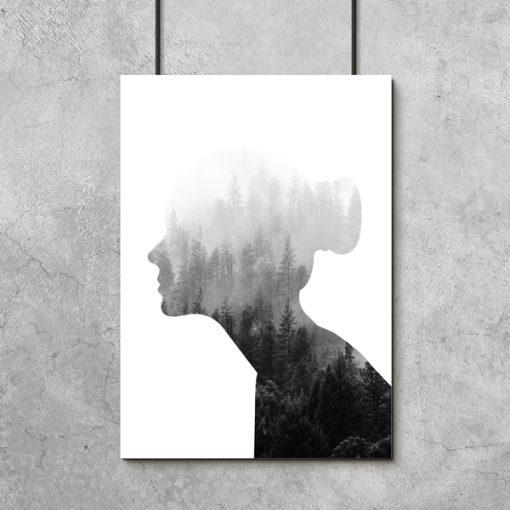 kobieta na biało-czarnym plakacie
