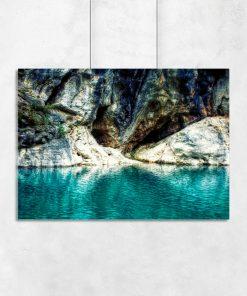 Plakat z motywem wody i skał