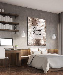 pionowy plakat z motywem napisu