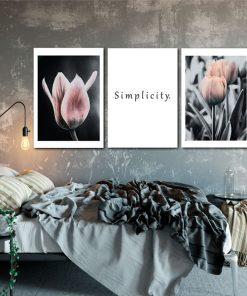 tulipany i napis na plakacie