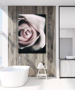 łazienka z motywem plakatu