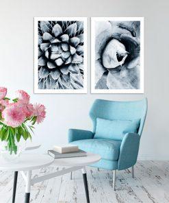 kwiaty na biało-czarnych plakatach