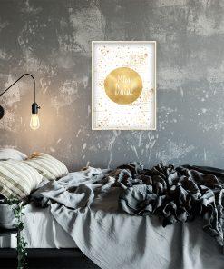 Lustrzany plakat z napisem do sypialni
