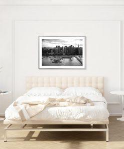 Czarno-biały plakat z wieżowcami