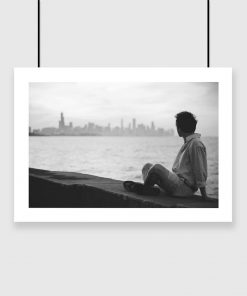 Plakat z mężczyzną i miastem