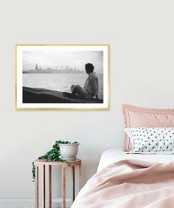 Plakat z mężczyzną na murze