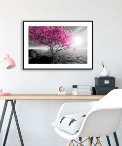 plakat z drzewem nad wodą do salonu
