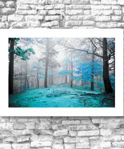 motyw niebieskiego lasu na plakacie