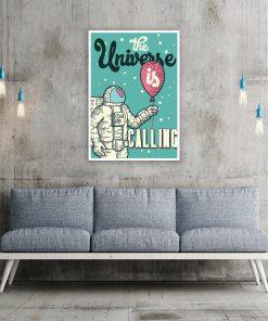 plakat salonowy przedstawiający kolorowy motyw z kosmonautą