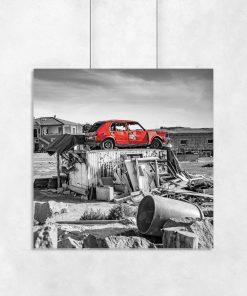 plakat z czerwonym samochodem
