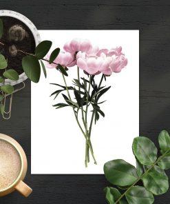 kilka kwiatków jako dekoracja na plakacie