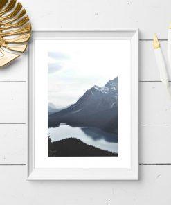 Plakat do oprawienia z rzeką i górami