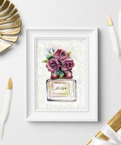 Plakat z butelką perfum i kwiatami