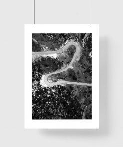 Plakat z motywem krętej drogi do biura