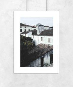 białe domy na plakacie w ramie