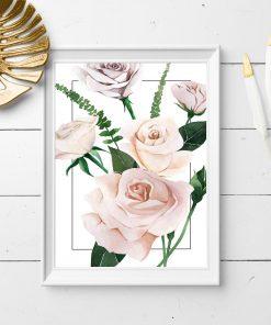plakat w białej ramie z motywem różowych różyczek