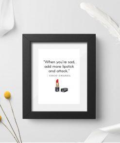 Plakat z cytatem Coco Chanel do salonu