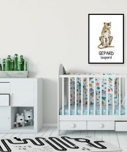 plakat z żółtym motywem zwierzęcym nad dziecięce łóżeczko