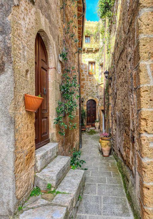 Plakat z kolorową uliczką we Włoszech