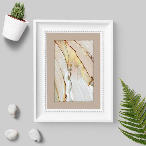 Plakat z abstrakcją w kolorze beżowym