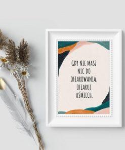 Plakat kolorowy z abstrakcyjnymi plamami i napisem: gdy nie masz nic do ofiarowania, ofiaruj uśmiech