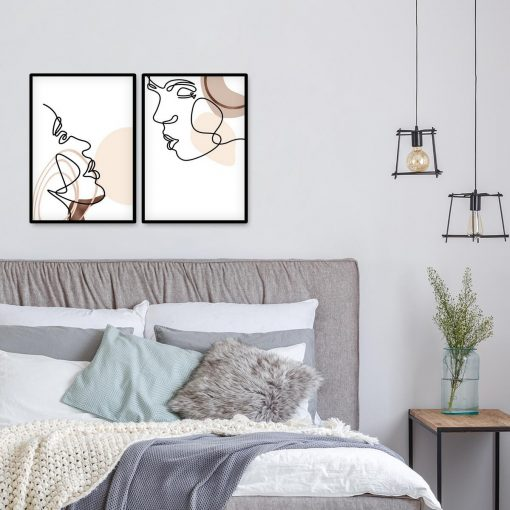 Dwa plakaty chwila przed pocałunkiem one color