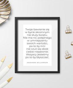 Plakat ze słowami o fałszywej skromności
