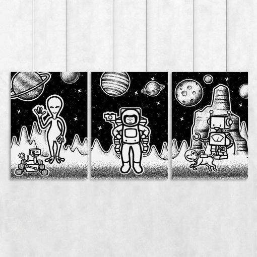 Trzy plakaty z kosmosem i ufoludkami